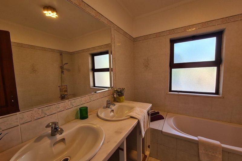 Maison individuelle T5 avec piscine + 2 annexes - Santa Barbara de Nexe | BVP-TMR-1083 | 23 | Bien vivre au Portugal