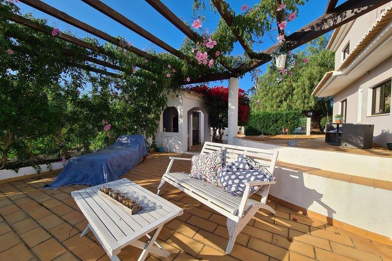 Maison individuelle T5 avec piscine + 2 annexes - Santa Barbara de Nexe | BVP-TMR-1083 | 32 | Bien vivre au Portugal