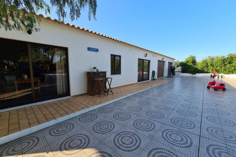 Maison individuelle T5 avec piscine + 2 annexes - Santa Barbara de Nexe | BVP-TMR-1083 | 36 | Bien vivre au Portugal
