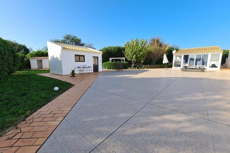 Maison individuelle T5 avec piscine + 2 annexes - Santa Barbara de Nexe | BVP-TMR-1083 | 41 | Bien vivre au Portugal