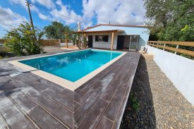 <p class= annonceFrom >Faro real estate</p> | Single storey house T3+1 with swimming pool - Conceição e Estoi | BVP-TMR-1079