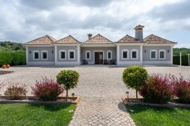<p class= annonceFrom >Faro real estate</p> | Single storey T4 house with swimming pool - São Brás de Alportel | BVP-TMR-1080