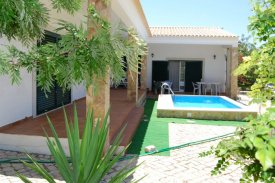 <p class= annonceFrom >Faro real estate</p> | House T3 of 215 sqm with a pool - Moncarapacho e Fuseta | BVP-TMR-1081