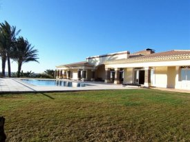 <p class= annonceFrom >Faro immobilier</p>   Somptueuse villa V6 située sur les collines à vendre, Algarve