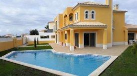 <p class= annonceFrom >Faro immobilier</p> | Belle maison V4 avec piscine à vendre, Algarve