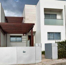 <p class= annonceFrom >Faro immobilier</p> | Maison V3 contemporaine jumelée à vendre, Algarve