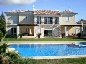 <p class= annonceFrom >Faro immobilier</p>   Villa V7 avec piscine chauffée entre Quinta do Lago et Vale do Lobo à vendre, Algarve