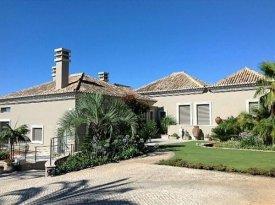 <p class= annonceFrom >Faro immobilier</p>   Luxueuse Villa V5 avec piscine et splendide vue sur Faro à vendre, Algarve