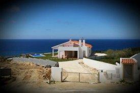 <p class= annonceFrom >Leiria immobilier</p> | Charmante maison avec piscine face à la mer à vendre, Région Centre