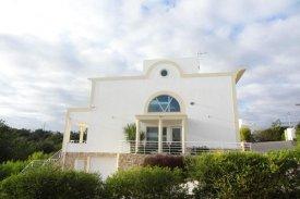 <p class= annonceFrom >Faro immobilier</p>   Villa V4 avec piscine et vue sur mer à vendre, Algarve