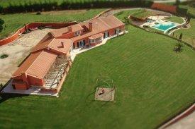 <p class= annonceFrom >Leiria immobilier</p> | Magnifique propriété de 6,30ha avec piscine à vendre, Région Centre