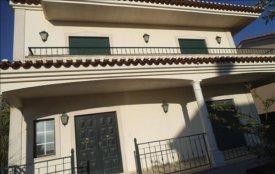 <p class= annonceFrom >Setúbal immobilier</p> | Maison 5 pièces - jardin avec piscine - Atalaia