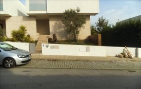 <p class= annonceFrom >Braga immobilier</p> | Maison V3 contemporaine avec piscine intérieur - Monte da Carreira