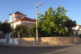<p class= annonceFrom >Lisbonne immobilier</p> | Maison T9 proche de la plage - Parede