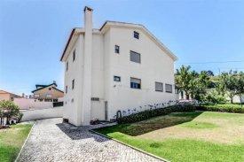 <p class= annonceFrom >Lisbonne immobilier</p>   Maison individuelle T6 - Lourdes