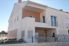 <p class= annonceFrom >Lisbonne immobilier</p>   Maison V3 en copropriété avec piscine - Ponte do Rol