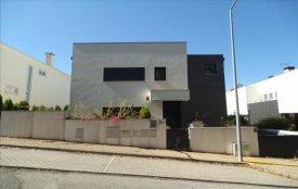 <p class= annonceFrom >Coimbra immobilier</p> | Très belle maison V5 contemporaine avec piscine à vendre, Région Centre