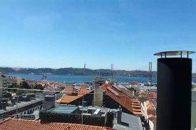 <p class= annonceFrom >Lisbonne immobilier</p> | Prestigieux appartement en Duplex T3 Penthouse avec terrasse et piscine privative - Estrela