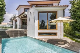 <p class= annonceFrom >Lisbonne immobilier</p> | Moderne Maison Individuelle T3 avec piscine - Vale de São Gião