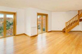 <p class= annonceFrom >Lisbonne immobilier</p> | Appartement T3+1 en Duplex - Centre de Malveira