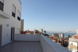 <p class= annonceFrom >Lisbon real estate</p> | Apartment T4 of 180 sqm with terrace - São Vicente | BVP-VI-785