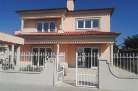 <p class= annonceFrom >Aveiro real estate</p> | 3 bedrooms House T3 of 230 sqm - Ovar | BVP-TD-868