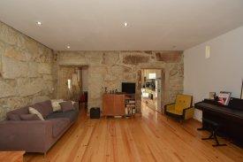 <p class= annonceFrom >Porto immobilier</p> | Duplex T2 avec 2 terrasses et un balcon - Porto centre | BVP-DL-905