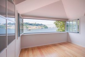 <p class= annonceFrom >Porto real estate</p> | Apartment T2 of 103 sqm facing the Douro - Porto / Massarelos | BVP-FaC-980